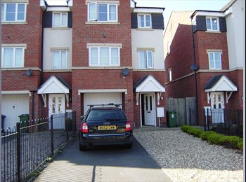 EasyRoommate UK - DOUBLE EN-SUITE BEDROOM IN TOWN CENTER - Stafford, Stafford - £400 pcm