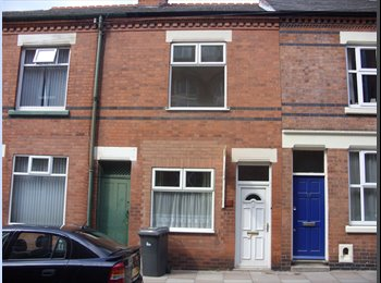 EasyRoommate UK - LOVELY 3 BED FOR POST GRADS OR PROFESSIONALS ALIKE - Leicester Centre, Leicester - £300 pcm