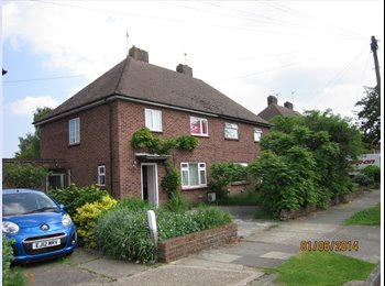 EasyRoommate UK - Good single room available for short or long term - Wivenhoe, Colchester - £250 pcm