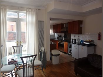 EasyRoommate UK - rooms - ensuit - studios - flats LS7, Chapel Allerton - £400 pcm