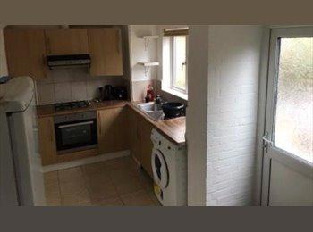 EasyRoommate UK - Large Bedrooms - 2 Bathroom - Refurbished - Hatfield, Hatfield - £450 pcm