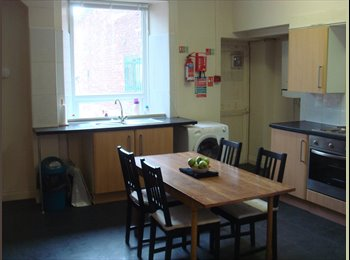 Spacious 5-bed flat near St Peter's Metro Station
