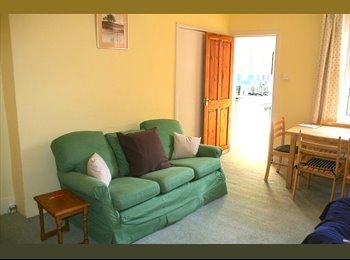 Beautiful flat for 3 female postgrads (20+)
