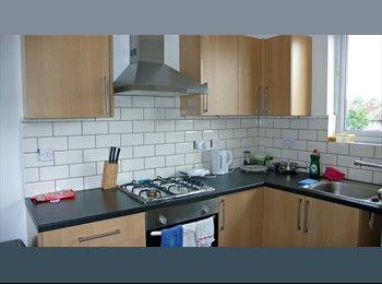 EasyRoommate UK - Harrow -Lovely bright modern flat near UoW  - Harrow, London - £550 pcm