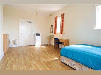 Big rooms in Belmont Gardens - Salford bordering city
