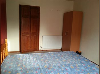 EasyRoommate UK - 4 Good size double bed rooms - Fratton, Portsmouth - £300 pcm