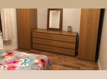 EasyRoommate UK - double room ready! - Cosham, Portsmouth - £350 pcm
