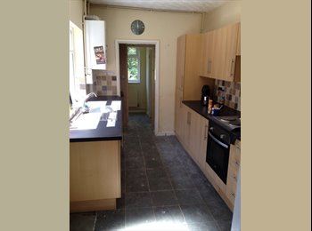 Large 5 bedroom Student House inc bills & internet