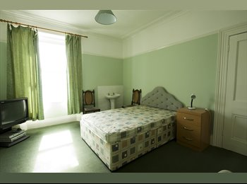 EasyRoommate UK - Double Room(15x12ft) in Central Plymouth Townhouse - Plymouth, Plymouth - £340 pcm