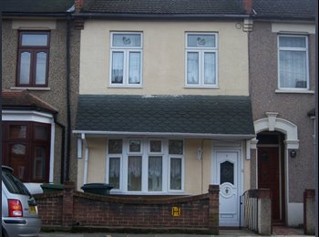 EasyRoommate UK - Quick! Room in Female only house E16 - Plaistow, London - £500 pcm