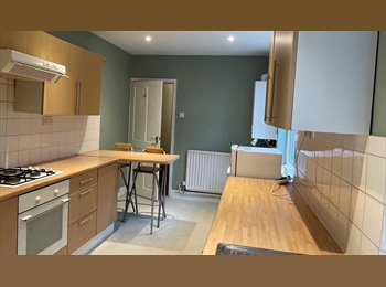 Furnished double room on Cambridge Street - Bills included