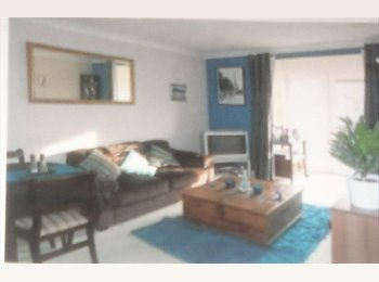 EasyRoommate UK - Double room, parking & bills inc. Mon - Fri Let - Mangotsfield, Bristol - £350 pcm