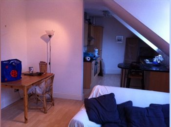 2 Double Rooms available in a 3 bed flat