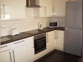 DOUBLE BEDROOM IN MODERN 6 BED CITY CENTRE APTMENT