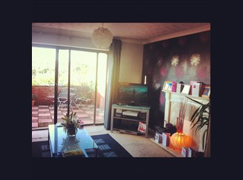 DOUBLE ROOM IN BEAUTIFUL & FRIENDLY HOUSE - £ PER MONTH