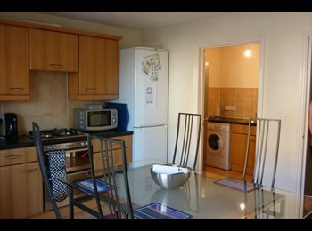 EasyRoommate UK - Excellent furnished rooms - Stoke Gifford, Bristol - £410 pcm