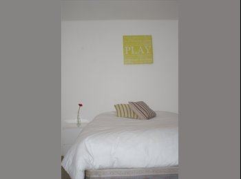 DOUBLE ROOMS TO LET - JUST REFURBED!!