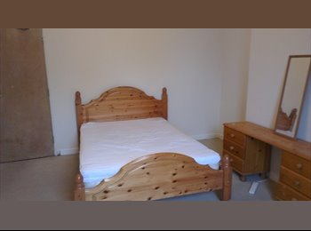EasyRoommate UK - Large Double Room Available - Holdenhurst, Bournemouth - £520 pcm
