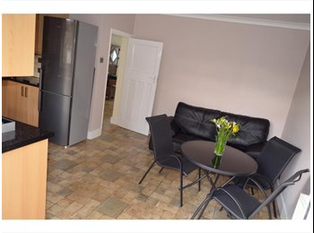 SERVICED Luxury rooms,close to Romford Station