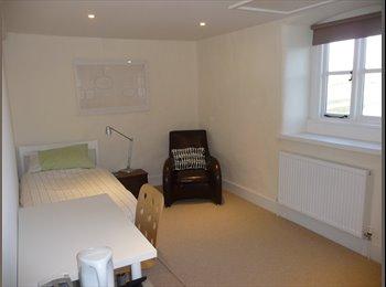 EasyRoommate UK - Mon-Fri lovely self contained room - Kidlington, Kidlington - £420 pcm