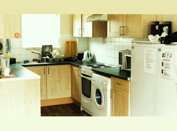 ORTON GOLDHAY -LARGE DOUBLE ROOM!