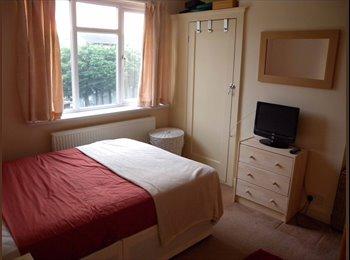 EasyRoommate UK - Lovely double room - Enfield, London - £550 pcm