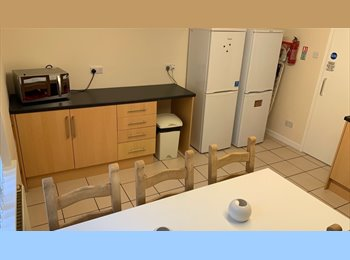 EasyRoommate UK - ALL INCLUSIVE STUDENT HOUSE close to UNI and City - Nottingham, Nottingham - £325 pcm