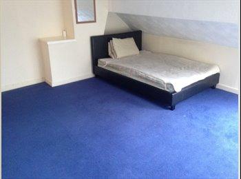 LARGE 3 BEDROOM FLAT BEARWOOD  £ 80 per week