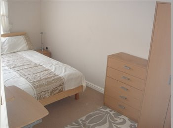 MODERN DOUBLE ROOM IN NEWBUILD FLATSHARE £500pcm