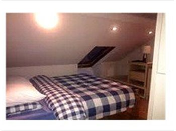 Nice double room,very clean and decent,quiet house