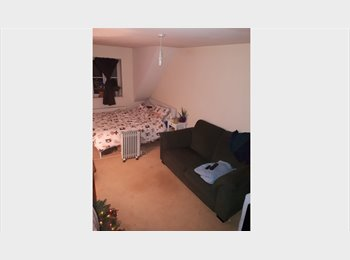 EasyRoommate UK - VERY LARGE Room & living space unit in 5 bed in STOKE GIFFORD - Stoke Gifford, Bristol - £450 pcm