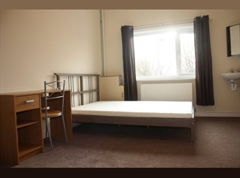 EasyRoommate UK - Rainhill: 5 minutes walk from Whiston Hospital - Prescot, Knowsley - £375 pcm