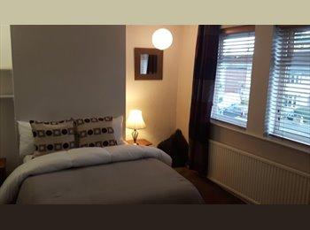 EasyRoommate UK - WYLDE GREEN- LOVELY TRIPLE  ROOM IN SHARED HOUSE. - Wylde Green, Birmingham - £350 pcm