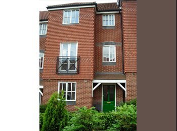 EasyRoommate UK - Great Rooms in a Luxury House, Welwyn Garden City - £525 pcm