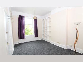 EasyRoommate UK - Large Double room in Bletchley availible ., Milton Keynes - £542 pcm