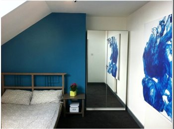 FANTASTIC,  4 BEDROOMED 3 BATHROOM, RECENTLY REFURBISHED...