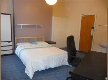 EasyRoommate UK - Great value large room in friendly student house, Birmingham - £300 pcm
