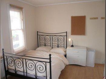 EasyRoommate UK - 3 gorgeous double  rooms in hendon 24/7 net - Hendon, London - £600 pcm