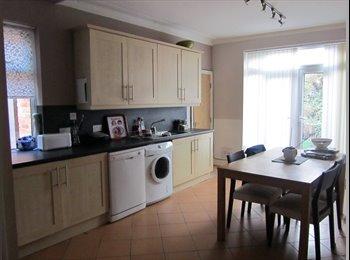 EasyRoommate UK - Lovely En-Suite Bedroom In Houseshare In Chorlton - Chorlton Cum Hardy, Manchester - £485 pcm