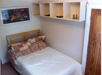 EasyRoommate UK - Fun Easy Going Guy, Well Mannered Professional - Havering, London - £540 pcm