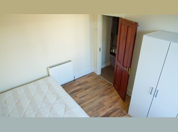 EasyRoommate UK - Double room for rent - Leytonstone, London - £450 pcm