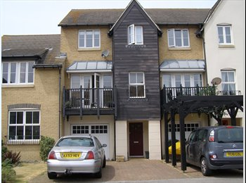 EasyRoommate UK - Large Double/ensuite in Beach/Harbour Location - Eastbourne, Eastbourne - £490 pcm