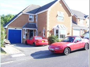 EasyRoommate UK - A Beautiful well decorated house - Poole, Poole - £350 pcm