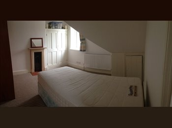 EasyRoommate UK - Third floor double room to let for professional - Tewkesbury, Tewkesbury - £400 pcm