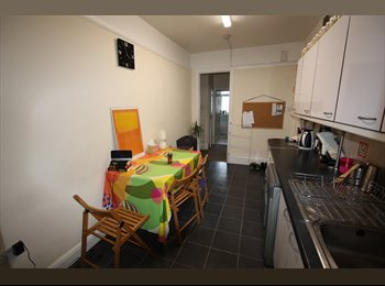 EasyRoommate UK - Luxury Furnished Rooms, Bills inc £760,800, Close to Tube, London - £750 pcm