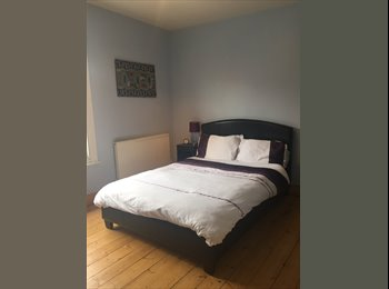 EasyRoommate UK - Female wanted. Double room, own bathroom in quite house. - Newport Pagnell, Milton Keynes - £550 pcm