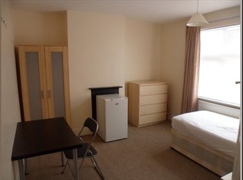 EasyRoommate UK - Room available in clean,quiet house - Scunthorpe, Scunthorpe - £325 pcm