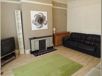 EasyRoommate UK - Student-let group property - Spacious five bedroom shared house - Bolton, Bolton - £280 pcm
