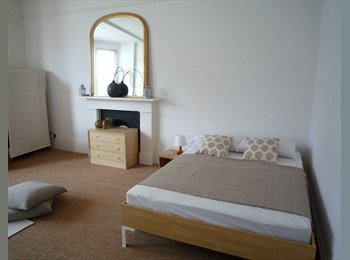 EasyRoommate UK - Chelsea: Stunning and Light Huge Room, one year let or less., London - £997 pcm