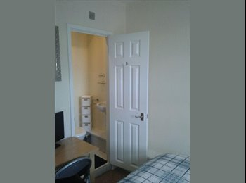 EasyRoommate UK - ***BEAUTIFUL NEWLY REFURBISHED HOUSE- A MUST SEE** - Swindon Town Centre, Swindon - £480 pcm